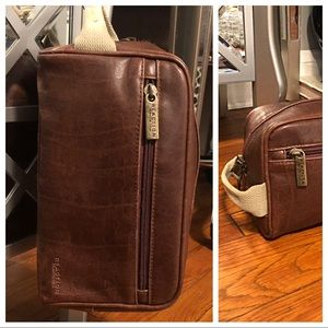 Men's Kenneth Cole paid $26 Travel Kit New!